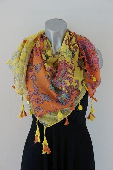 Gele vierkante sjaal met kwastjes