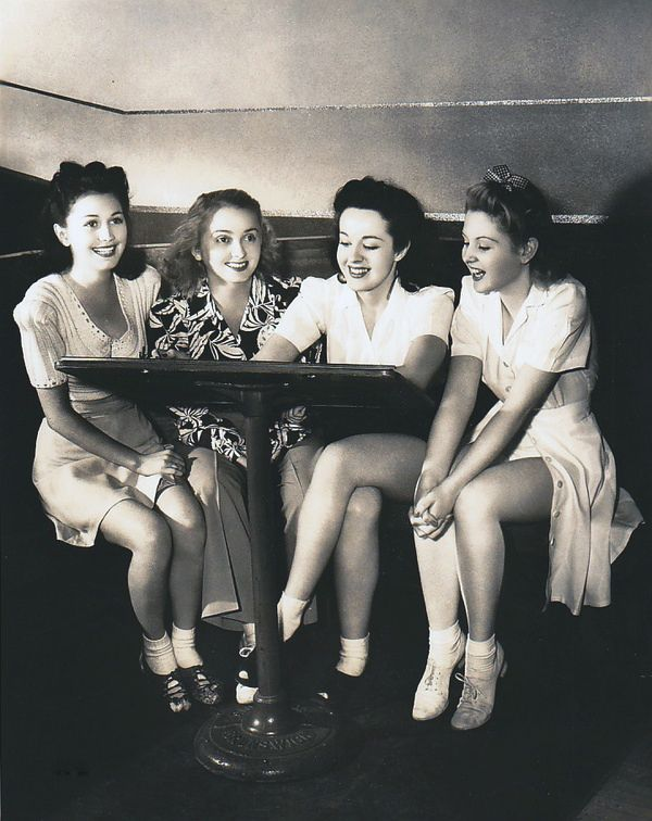 Girlfriends are the best! 1940s.