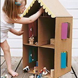 Zelf goedkoop speelgoed maken, tips vanb Speelgoedbank Amsterdam voor kinderen en ouders. Poppenhuis maken, doe-het-zelf  / DIY cardboard dollhouse