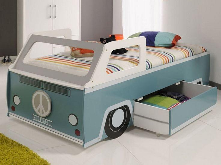 Examinez nos 21 idées sur la décoration de lit d'enfant magnifique. Créez une chambre de princesse, de pirate ou bien, si votre fils aime le sport, le lit
