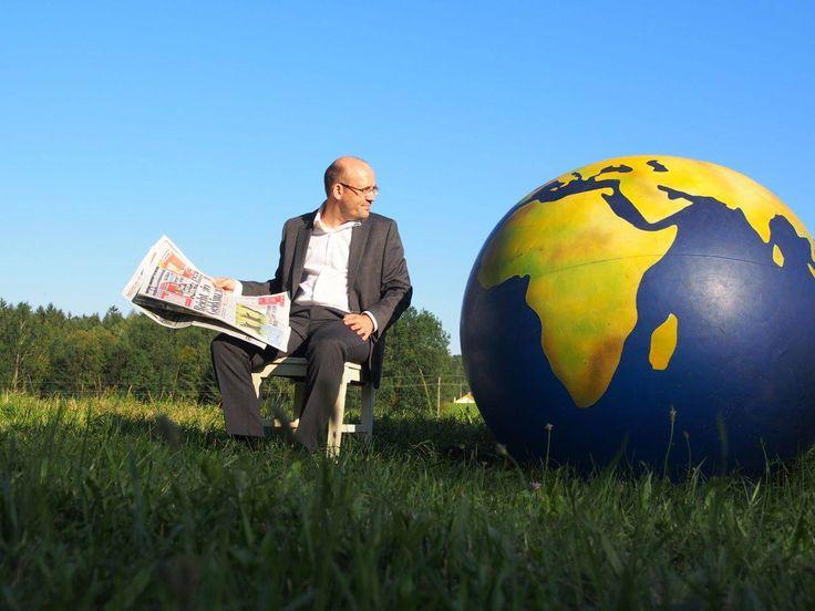 """Fairtrade – Kabrett """" Weltenbummeln """" Der bekannte """"Nachhaltigkeits-Kabarettist"""" Georg Bauernfeind präsentiert am Samstag,11. März 2017 von 20:00 Uhr bis 22:00 Uhr in der Stadtgal…"""