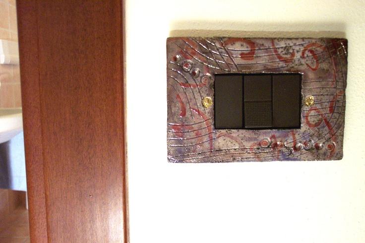 Copriprese  Coperture per prese elettriche ed interruttori,  create a mano in ceramica raku,  pezzi unici che arredano ed impreziosiscono la tua casa
