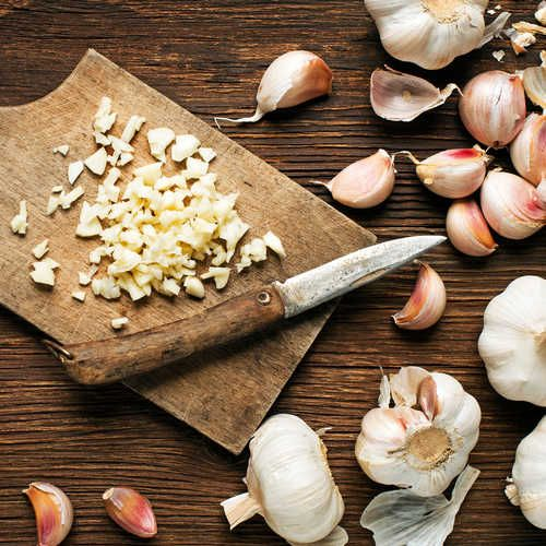 25 best ideas about garlic health benefits on pinterest cancer fighting foods garlic juice - Surprising uses for garlic ...
