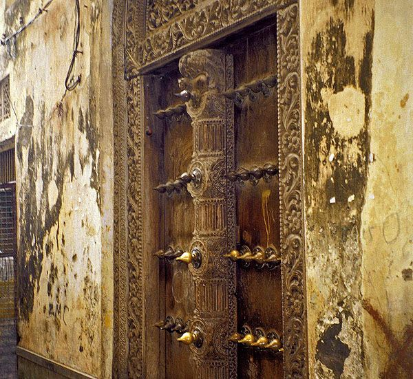One of the many carved wooden doors in the old city - Zanzibar Tanzania & 148 best Zanzibar doors images on Pinterest | Windows Africa and ... pezcame.com