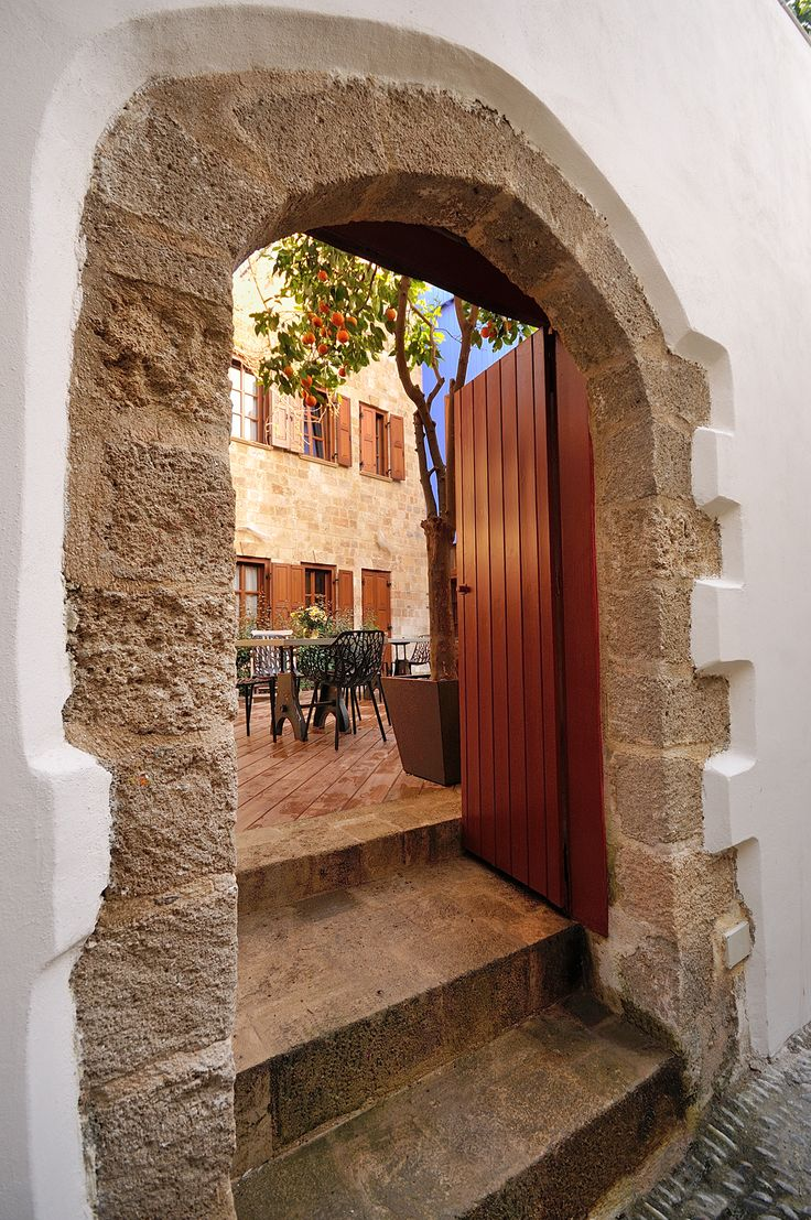 EXCLUSIVE SUITES BOUTIQUE HOTEL. MEDIEVAL TOWN, RHODES, GREECE. - The back side of the mansion. Entrance to the yard. - kokkiniporta.com
