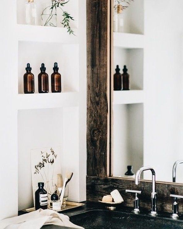 On the blog today I show you 5 basic natural cleaning ingredients that work so that you can make some of your own cleaning products; all with ingredients you probably have around the house. Switching to natural cleaning has never been so easy! Link in bio Do you make your own cleaning products? #ethicallyengaged