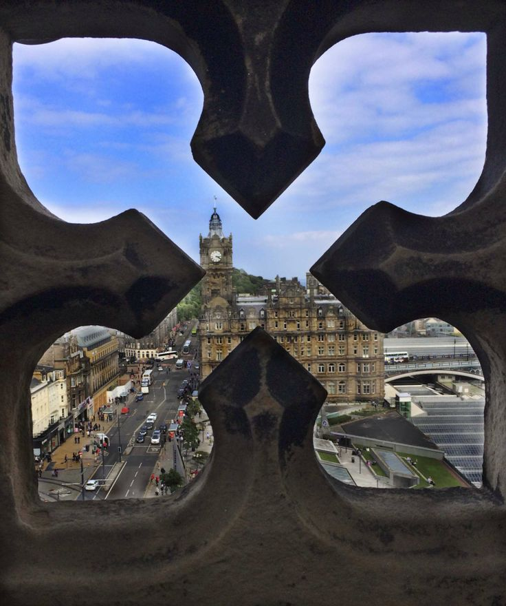 natural framing photography. Walter Scott Memorial Edinburgh, Scotland: Caitlin Ricker Natural Framing Photography