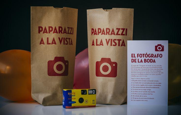 Una cámara desechable, un tarjetón con pistas... y los niños de tu boda convertidos en divertidos Paparazzi. fiesta@paratusinvitados.com:
