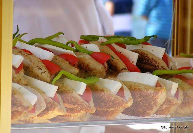 Izmir Gevrek - Yummy street food on Turkish Food Focus at http://www.turkeysforlife.com/2013/01/turkish-food-focus-gevrekci.html