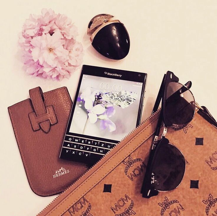MM | VM and the transformation of products to emotions.   #instore #visualmerchandising #vm #showcase #vintage #store #cologne #secondhand #bulgari #parfum #mcm #clutch #blackberry #cellphone #rayban #sunglasses #flowers #vm #markomargeta #mmlvm #fashion #detail #luxury #goods #thesilentdialogue  Marko Margeta | Visual Merchandising