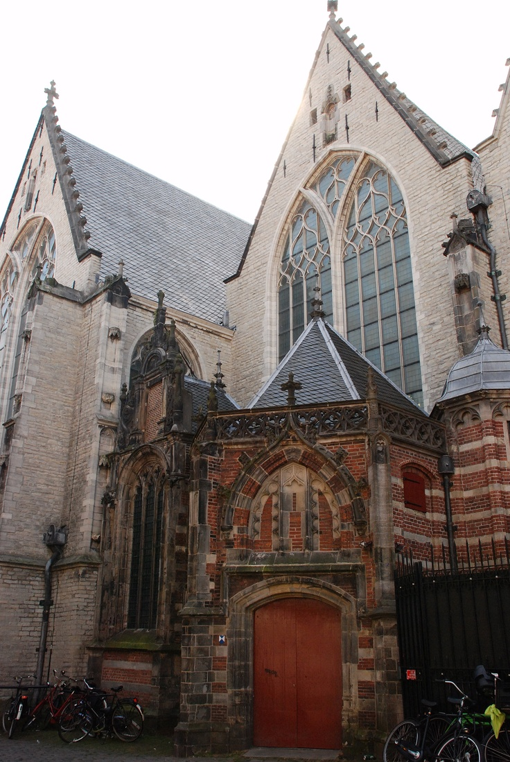 De Oude Kerk  Amsterdam, Netherlands   photo by Darlene Castillo