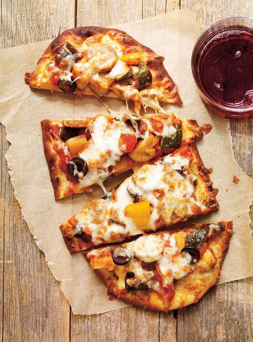 Pizza à la ratatouille et aux saucisses Recettes | Ricardo