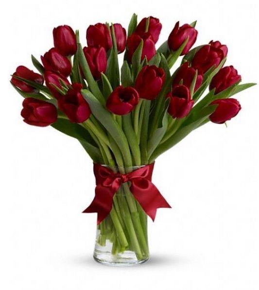 ¿Por qué rosas si pueden ser tulipanes? http://azapregalos.com/florerias/df-y-edo-de-mex/rosas-df/arreglos-de-tulipanes-rojos