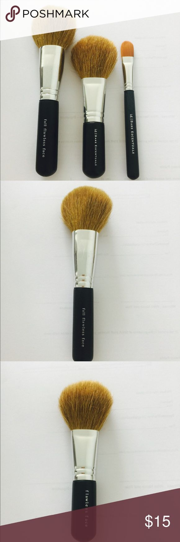 i.d. Bare Essentials Makeup Brush Set Perfect condition and cleaned. i.d. Bare Essencials Makeup Brushes & Tools