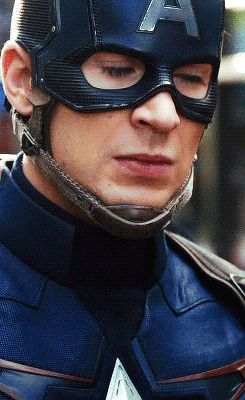 WHAT MASCARA DOES HE USE ? -- Chris Evans as Captain America gif #Marvel #TheAvengers