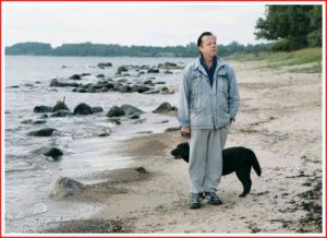 Wallander and Jussi on the beach.