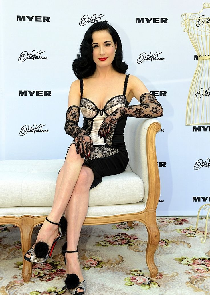 265 best iss dita von teese images on pinterest pinup fan and nylon stockings. Black Bedroom Furniture Sets. Home Design Ideas