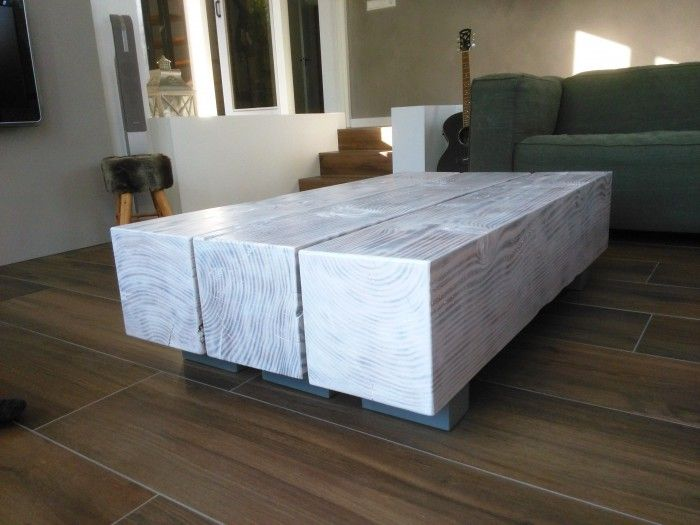 Salontafel gemaakt van Douglas houten balken 25 bij 25 cm. Gebrand en een mooie whitewash erover heen.