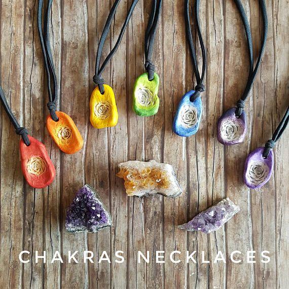 Chakra necklace on Etsy. Choose your fav color! #chakras #healinggift #boho #hippie #yogagift   https://www.etsy.com/it/listing/535846696/collana-colorata-per-cromoterapia-regalo