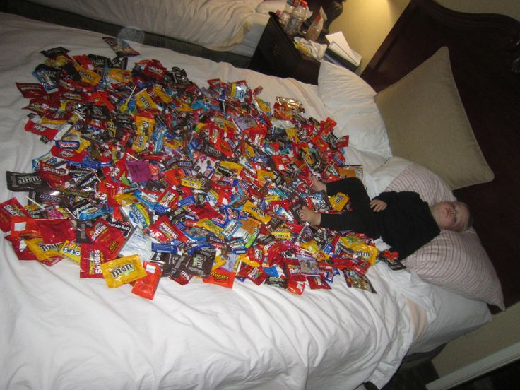 Bed Full Of Candy Things Pinterest Candy Beds And
