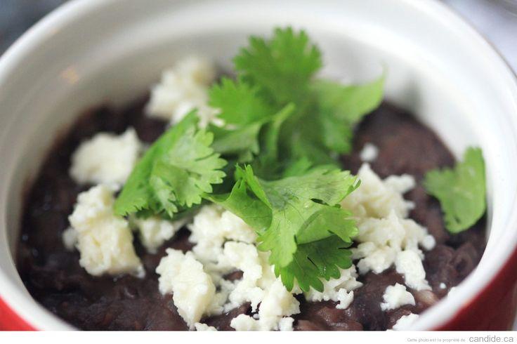 Si comme moi, vous raffolez de cet accompagnement délicieux qu'on peut commander dans les restos mexicains, vous devriez tenter cette recette très facile et bon marché...