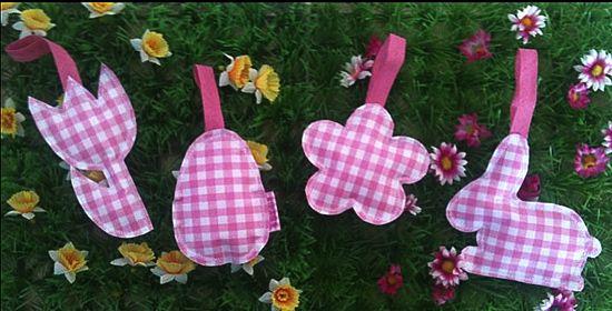 Stiksels & Stijl - Artikelen - Bekijk product Specials. Leuke hangertjes voor in de paastakken. Wil je een ander patroon of kleurtje, kunnen we voor je maken. Stuur gerust een mailtje naar info@stiksels.com