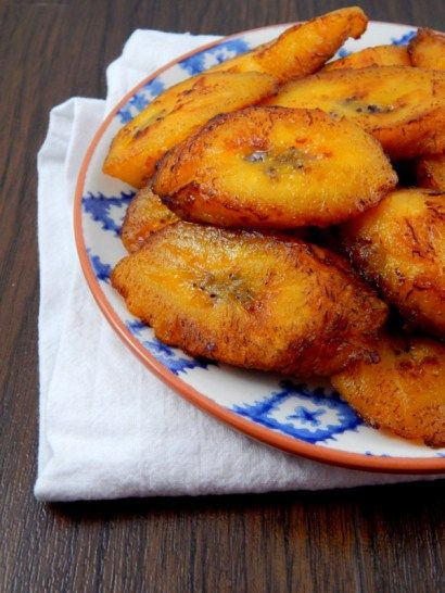 A simple recipe for a Puerto Rican favorite - plantanos maduros or in English sweet fried plantains. Takes less than 10 minutes!
