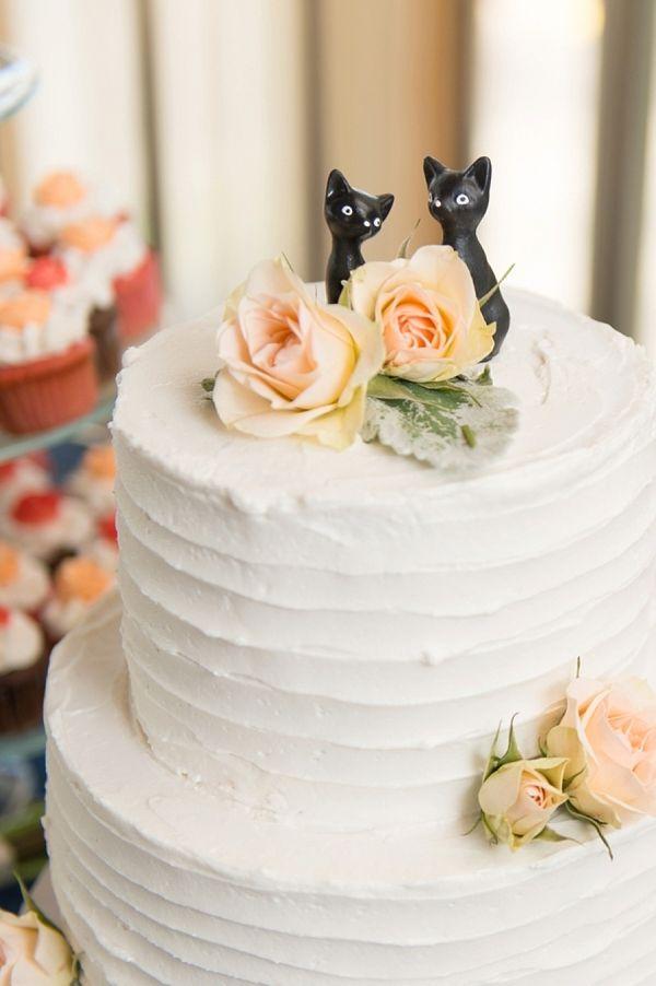 Cat lovers wedding cake cat topper