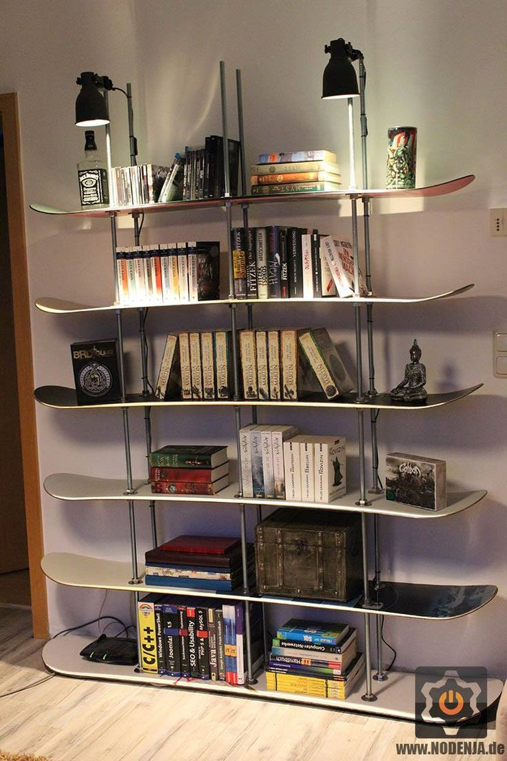 upcycle - recycle old snowboard to a shelf