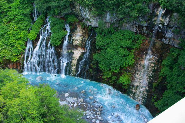 青い池だけではない!白金温泉の鮮やかな青い川「ブルーリバー」 | 北海道ファンマガジン