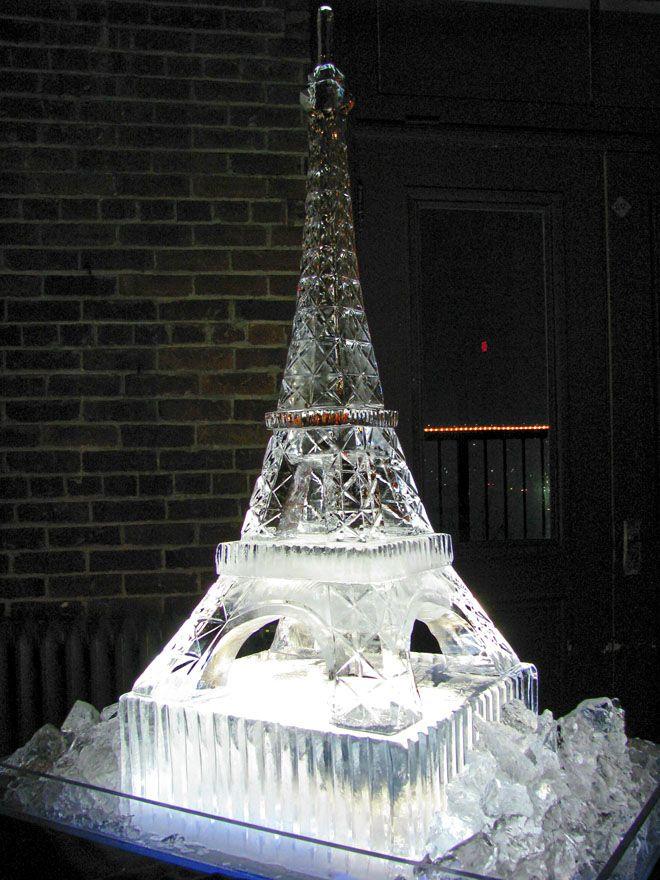 sculpturi din gheață turn eiffel