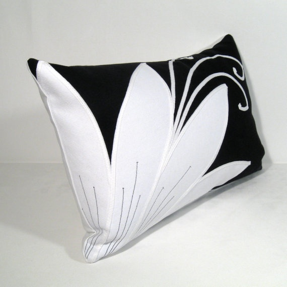Modern Lotus Pillow : 17 Best images about Black & White / Bianco & Nero on Pinterest Baby mobiles, Paper mobile and ...