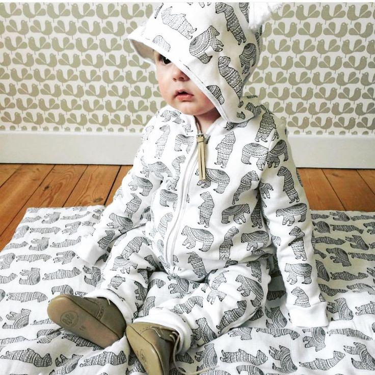 @mini_bandit_vintage   Little baby bear   Combinaison OTTO en sweat et édredon Malo imprimé bear Black &white   #bestlook #love #onlyforhappychildren #fw01617 #otto#bearblack&white#moumout#mymoumout  Www.mymoumout.com