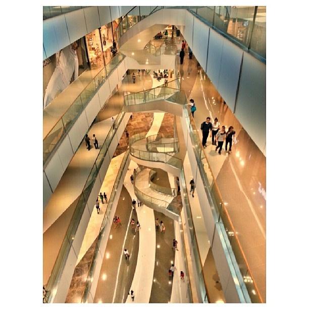 新しい#ショッピングモール visited new #shoppingmall w/ wifey #sm#aura#philippines#フィリピン