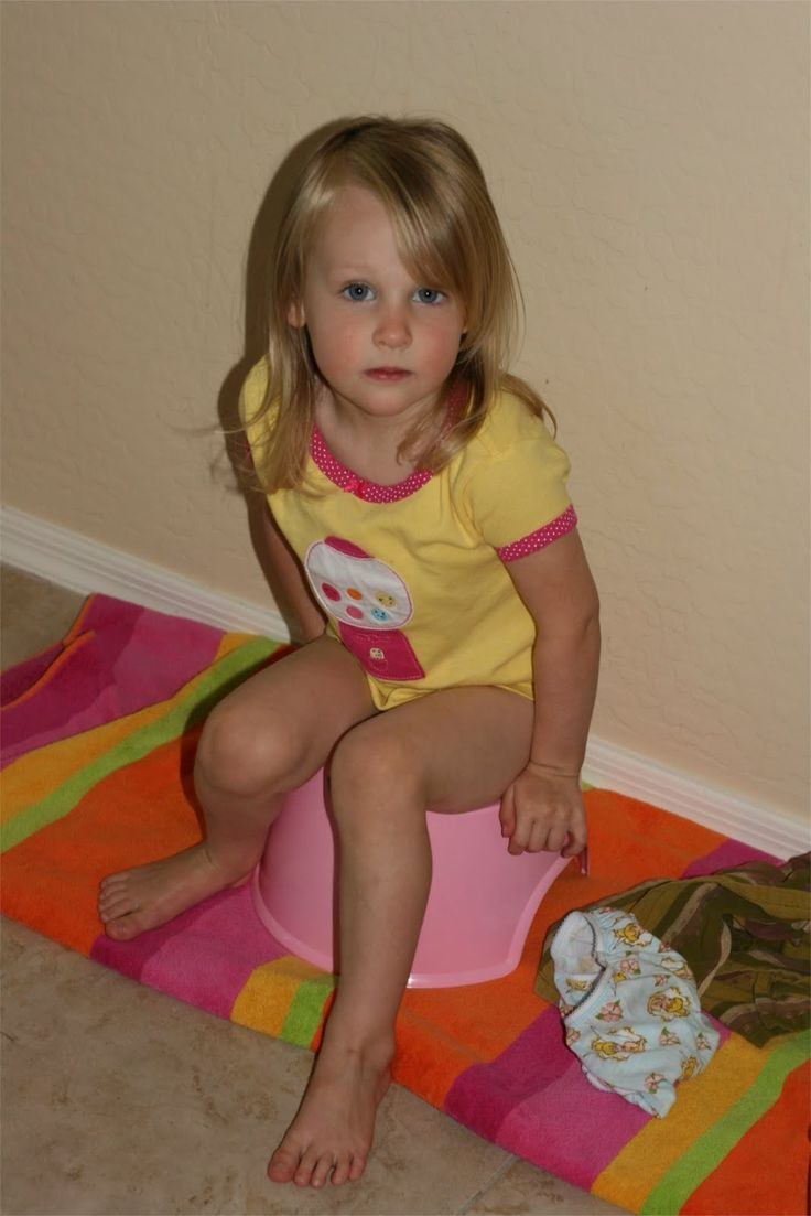 girls toddler potty nude