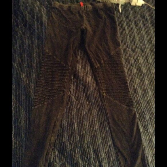 Grayish black motto H&M leggings For sale are a pair of H&M grayish black leggings in size medium. Worn once. H&M Other