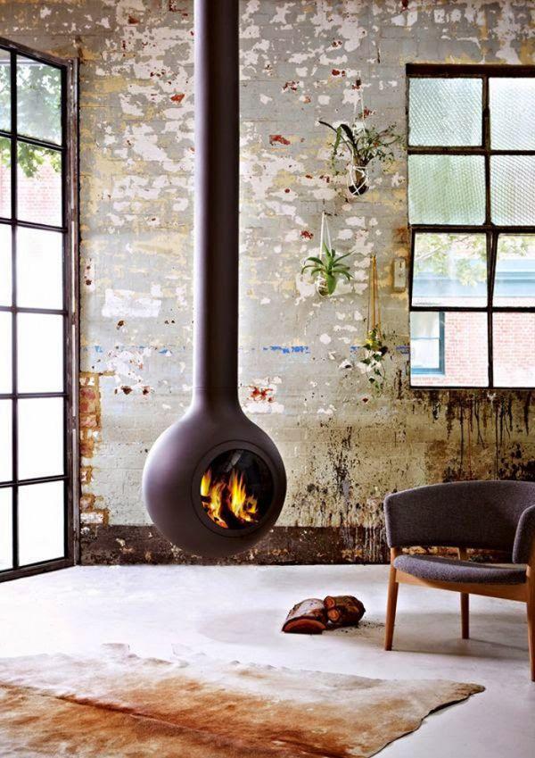 Industriële woonkamer met een stijlvol kozijn en een prachtig hangend industriële haard   Industrial living room with a stylish window frame and a wonderful hanging fireplace