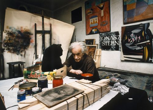 437935.  Holocaust survivor Jonasz Stern, sits surrounded by his paintings.