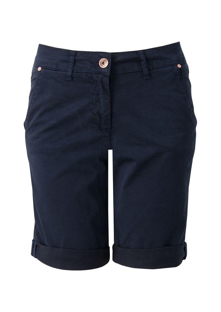Blauwe korte broek in bermuda model.