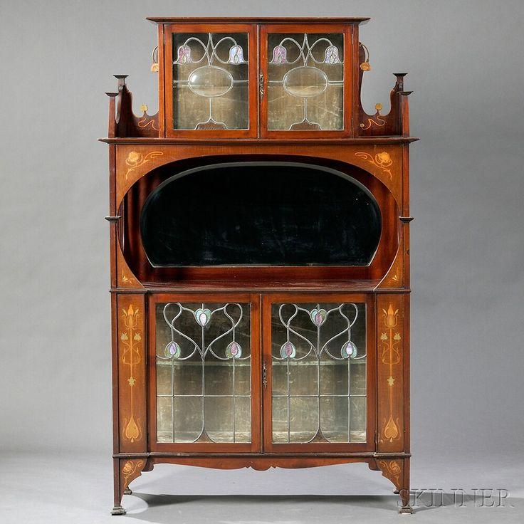 Arte Nouveau -gabinete a la manera de Shapland y Petter de caoba, vidrio, latón, cobre, incrustaciones de madera -Inglaterra, principios del siglo 20.