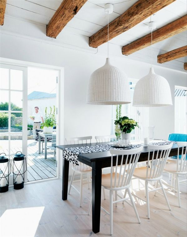 Houten balken - witte lampen