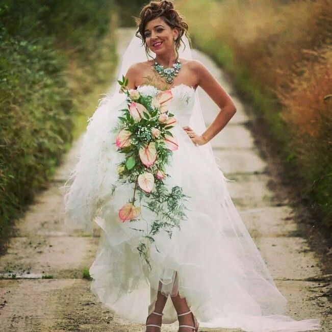My wedding dress #chunkychain #feathers cascading bouquet pink shoes #proniviasbride