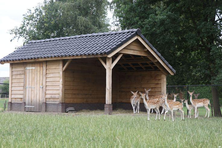 Dierenverblijf eikenhout. Robuust, solide en prachtige bouwstijl. Speciaal voor hertjes gebouwd. Jarenlang plezier met eiken hout. Eikentuinhuis.nl
