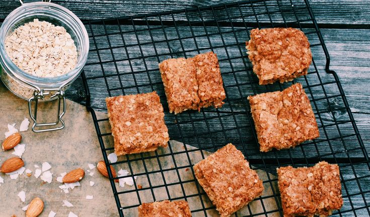Soft, chewy, and gooey – everybody will love this coconutty vegan flapjack recipe. Our dairy free flapjacks are made with Flora Coconut & Almond spread.