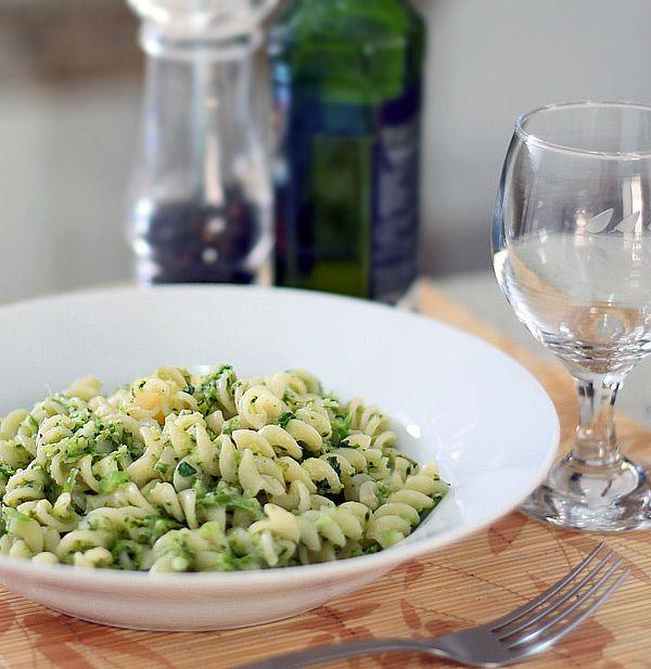 PANELATERAPIA - Blog de Culinária, Gastronomia e Receitas: Massa ao Pesto de Brócolis e Alho Poró