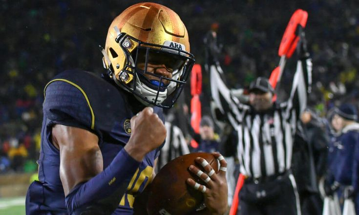 Notre Dame suspends 2 skill players = The Notre Dame Fighting Irish will likely be without two skill players for their bowl game against the LSU Tigers, and perhaps beyond. Head coach Brian Kelly announced Wednesday that.....