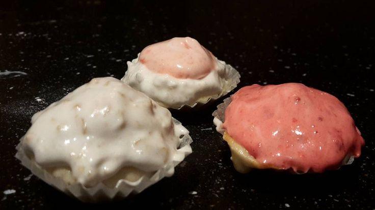 Vegan cupcakes 17-10-31  Kände för att baka och har inte ätit cupcakes på evigheter  Hallon jordnöt och kokos lita vanilj och jordgubb. Vegania.se 's recept på muffin  topping av florsocker och sojagrädde. I muffin hade jag hela bitar (ex. Hela hallon) och i toppingen mosade av samma smak som i muffon  #govego #vegancupcakes #vegansofinstagram #beahero #loveanimals #fortheanimals #savetheanimals #lovegreen #livegreen #savetheanimals #savetheplanet #gogreen #jordnöt #hallon#kokos #postitvego…