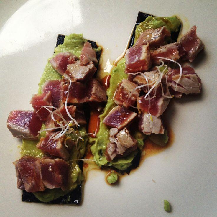 Tonijn met wasabi-avocado van Herman den Blijker. Recept: http://youtu.be/56Gropj54WM