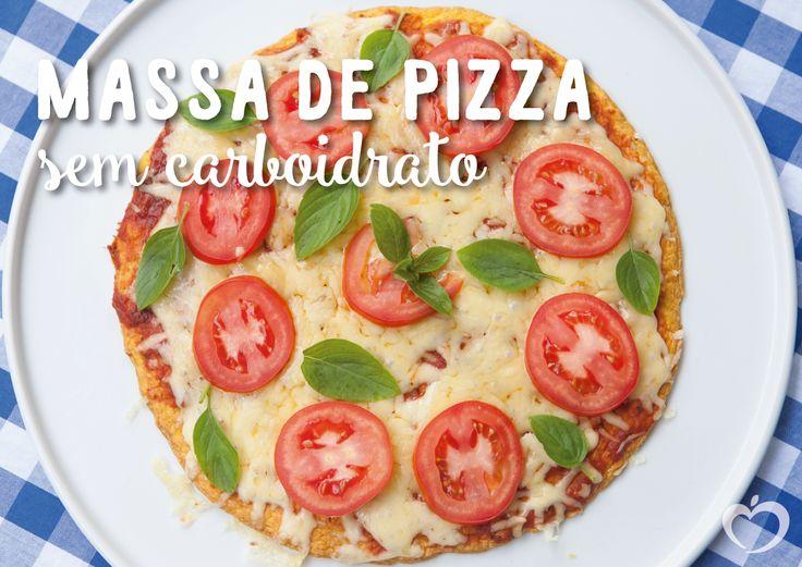 Na onda da dieta lowcarb, muita gente me pede receitinhas gostosas e resolvi testar uma massa de pizza sem carboidrato. Sim! E posso dizer? Ficou uma delícia! A massa secretíssima é feita a base de frango e mesmo gerando desconfianças…