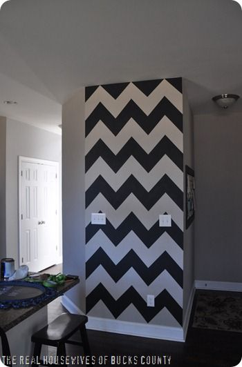 I have a perfect wall to do this on! Maybe not black and white though...hmmm!